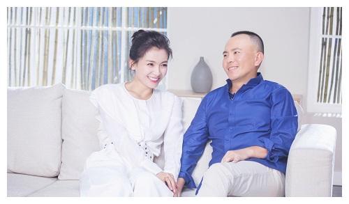 明星包包,李小璐的纯手工每年限量3个,刘涛的五金镶钻