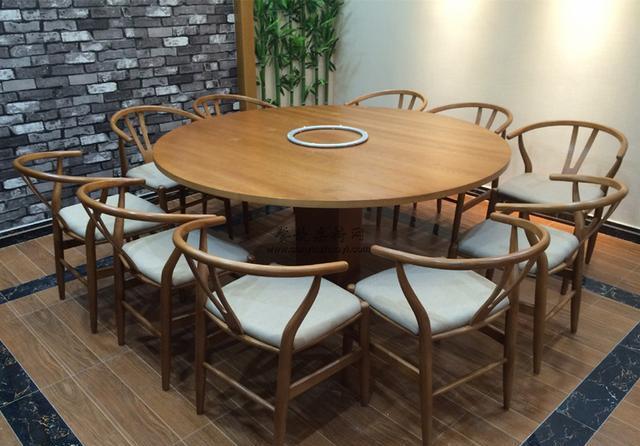样式时尚的餐桌椅子能给餐厅引流