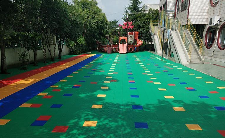 幼儿园悬浮地板可以在冬天铺装吗?