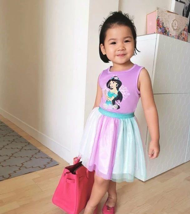 三岁女儿偷名牌手机万博版登录打扮!前TVB人气花旦直问:这是从哪里学回来