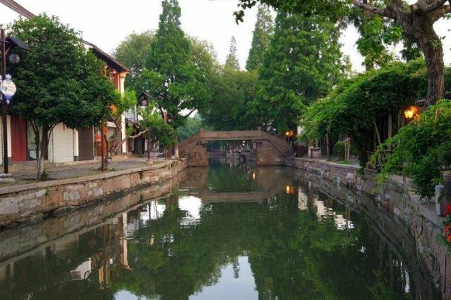 朱家角古镇坐落在上海市,却没有快节奏,工作之余可以来此休闲