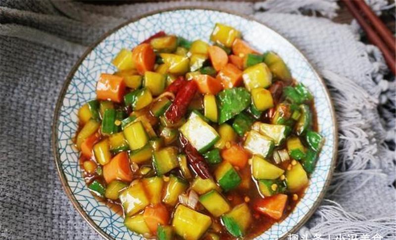这种肉制品小孩都爱吃,和黄瓜一起炒,简单又美味,孩子最喜欢