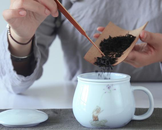 别再傻傻的将茶叶放进冰箱!教你1笨方法,茶叶放再久都不会变质