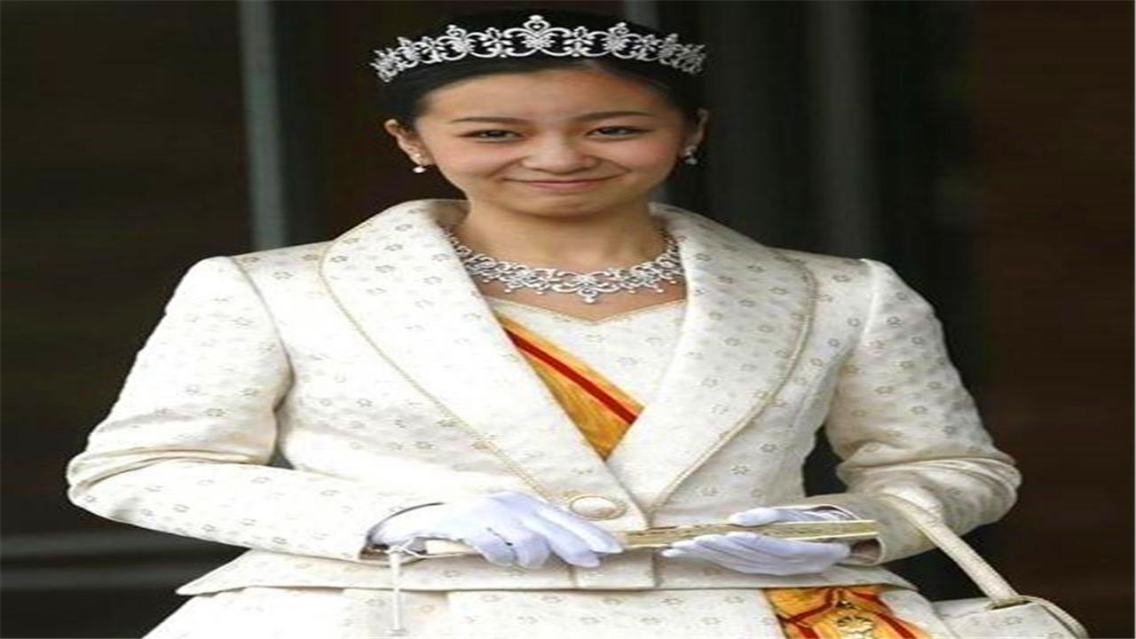 她是最美外交官,毕业于哈佛美女学霸,嫁入王室后却沦为生育工具