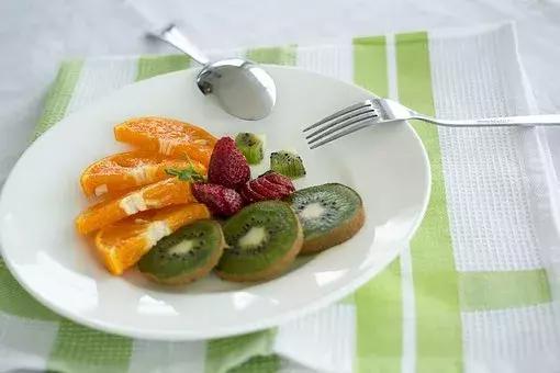宝宝冬天吃水果怕凉?换种方法更补脑,还能锻炼咀嚼能力!!