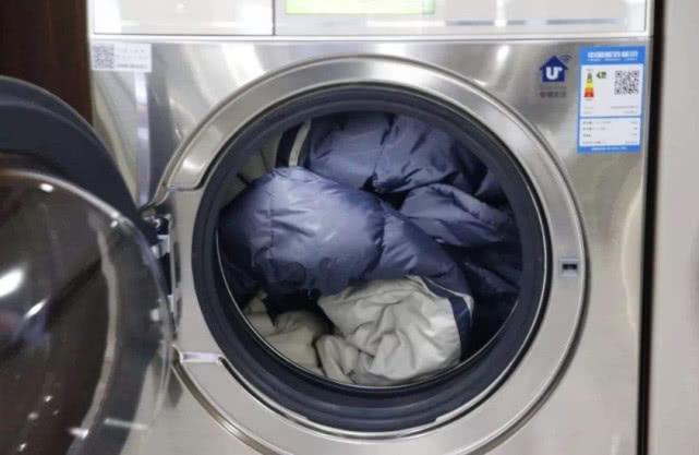 """羽绒服是""""机洗""""还是""""干洗""""?总有人不了解,难怪洗一件坏一件"""