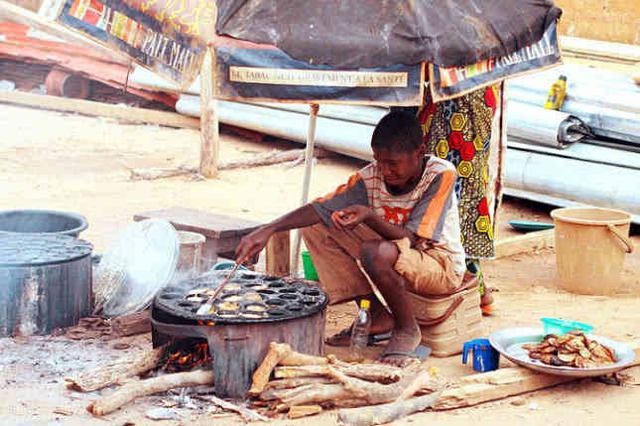世界上最穷的国家,吃不起蔬菜,穿不起衣服,为何能顿顿吃烤肉?
