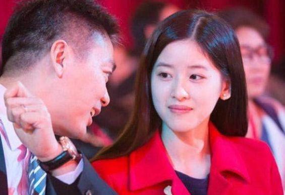 刘强东每月给奶茶妹妹多少钱?章泽天一句话让人觉得情商很高