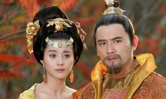 皇帝吃饭时发现碗里有头发,御厨摘下帽子是光头,皇帝:拉出去