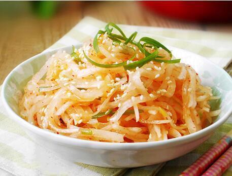 美食推荐:酸辣萝卜丝,冷锅鱼,酒鬼花生的做法