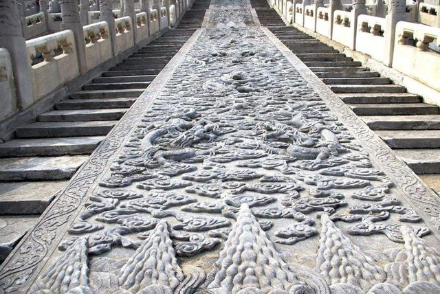 故宫御路石石雕重量超过二百吨,如此大石料,当初如何运到京城的