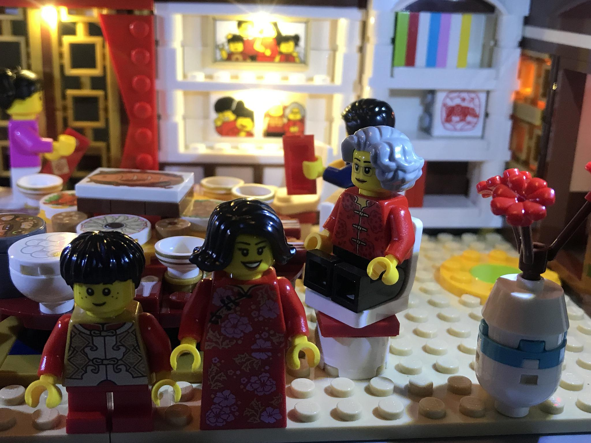 灯光改造后的乐高春节套装年夜饭,是不是更有节日氛围呢?