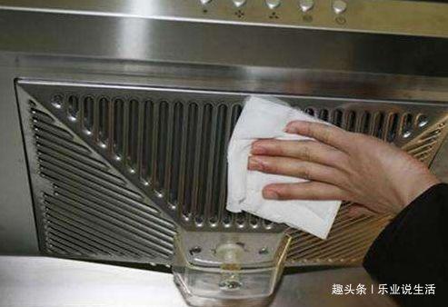 油烟机不用拆下来清洗!家政阿姨们用这招,不用一滴水,锃亮如新