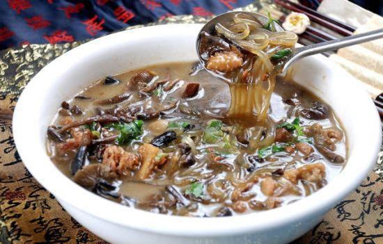 爱上东北招牌菜——小鸡炖蘑菇,冬天炖一锅,爽口又下饭!