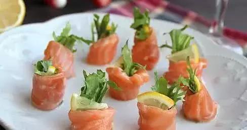 美食推荐,桃仁鱼片,蘑菇炒肉,三文鱼蔬菜卷,瑶柱冬瓜煲鸭汤。