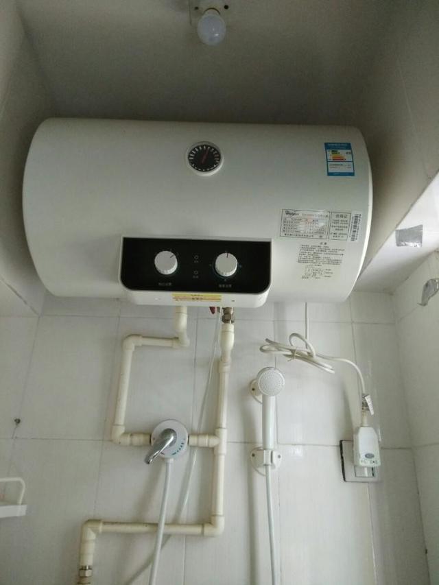 热水器插座从不拔,不拔插座真这么耗电吗?听老师傅怎么说啊!