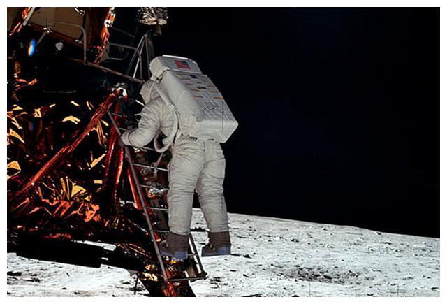 阿波罗11号登月时出现意外,无线电静音2分钟,疑发生特别情况