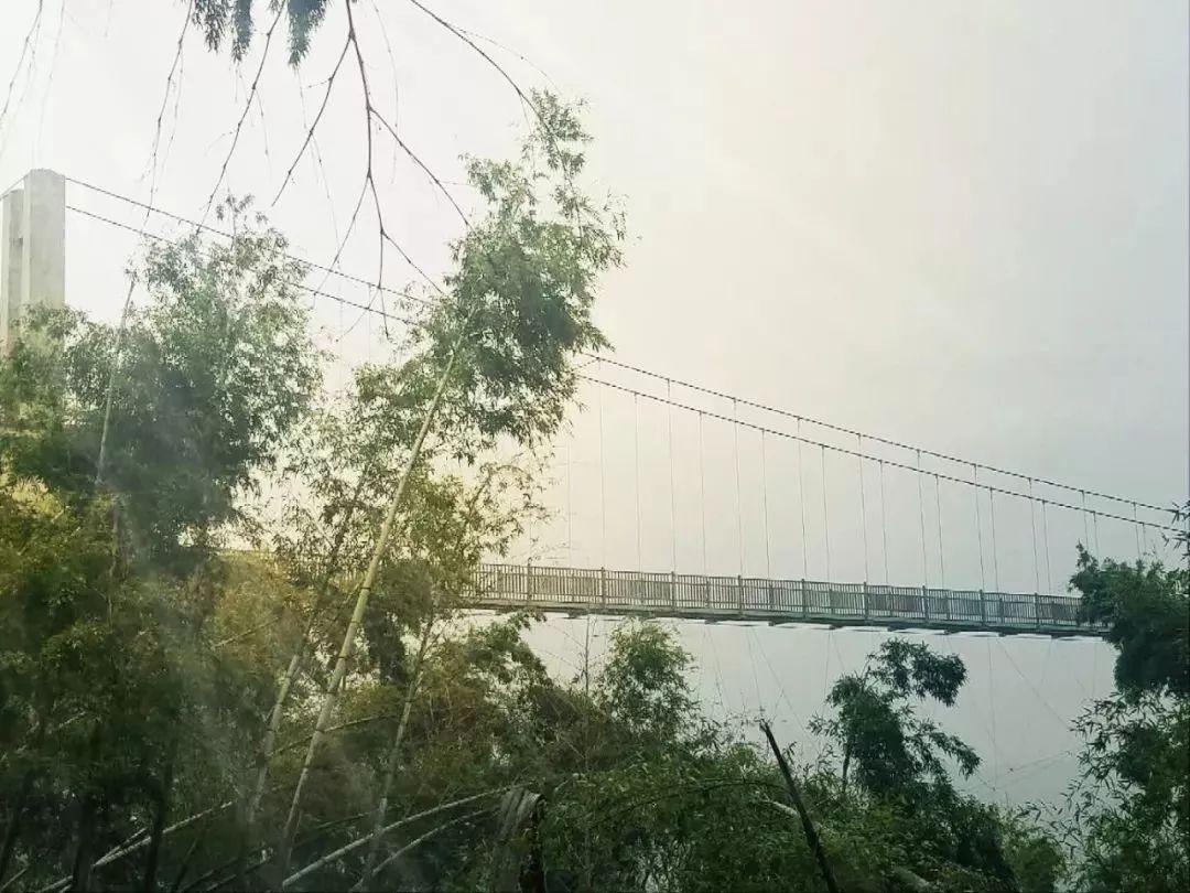 """""""南昌之颠""""5D玻璃天桥开放啦!全长238米,就在梅岭太阳谷!"""