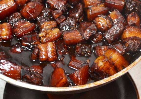 """炖红烧肉,别再用老抽和冰糖了,换成""""它""""炖好后色泽红亮味道香"""