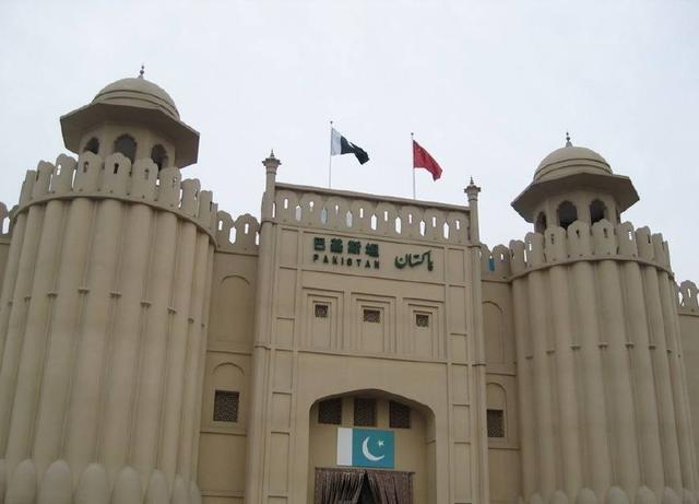 巴基斯坦游客来中国,买了6斤茶叶,看到账单时愣住:算错了吧?