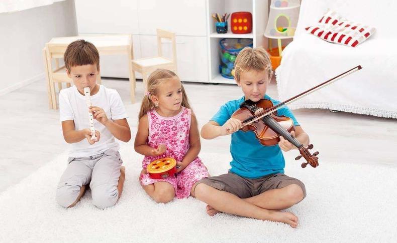 让孩子学一门乐器,让他变得更加聪明优秀