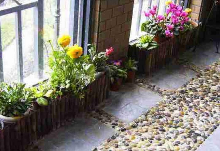 越来越多人阳台不铺瓷砖了,头次见这种设计,懊悔知道太晚了!