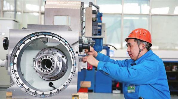 谁说中国没有高端机床?中国军工七轴五联机床,技术不比美日差
