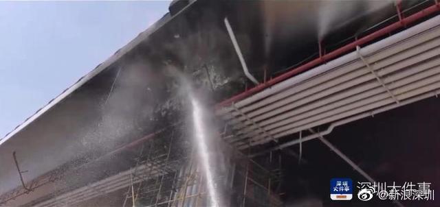 深圳宝安国际机场高架桥下线缆起火 幸无人伤亡