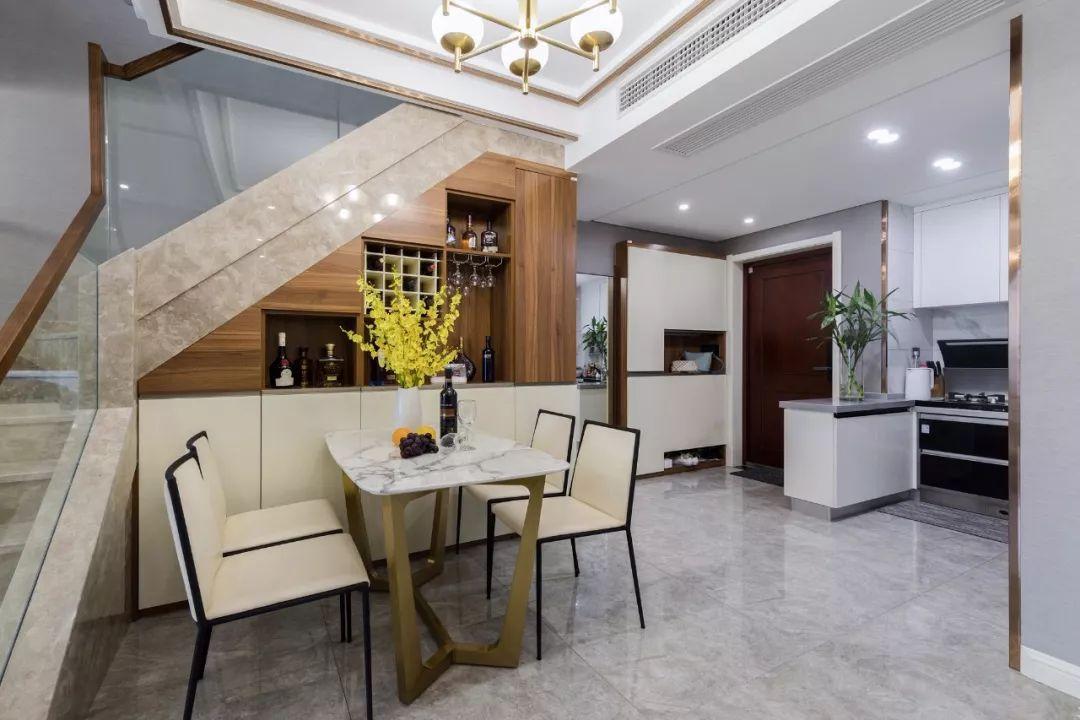 石材台面餐桌,好看易清理,餐厅有档次!