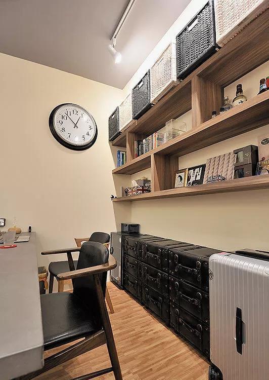 38㎡工业风单身公寓,木柜做隔墙又收纳又能区分空间,真实用