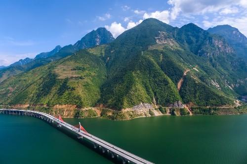 """中国造一超级工程,犹如240米""""青龙""""上天入地,网友:咋弄的"""