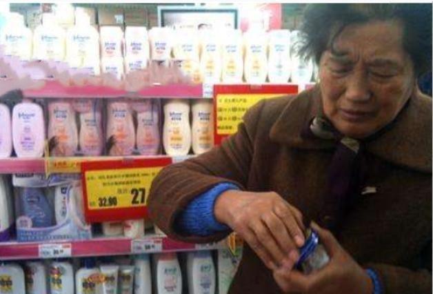 建议大家:在超市货架发现这些护肤品一定多买几瓶,全是美白精华