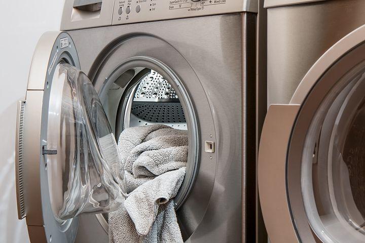 清洗羽绒服妙招多,用这个常见物品,洗衣机清洗羽绒服不再爆炸