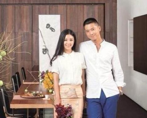 参观王雷的豪宅:家里铺满名贵木地板,墙上都是一家人幸福的照片