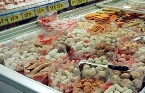 超市清洁工透露:这3样东西宁愿挨饿也不吃,购买者却都是年轻人