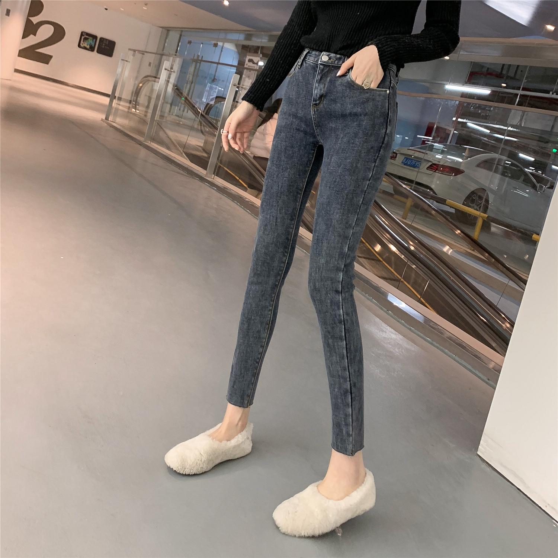 时尚又显瘦的牛仔裤,是怎么穿都不会出错的款哦!