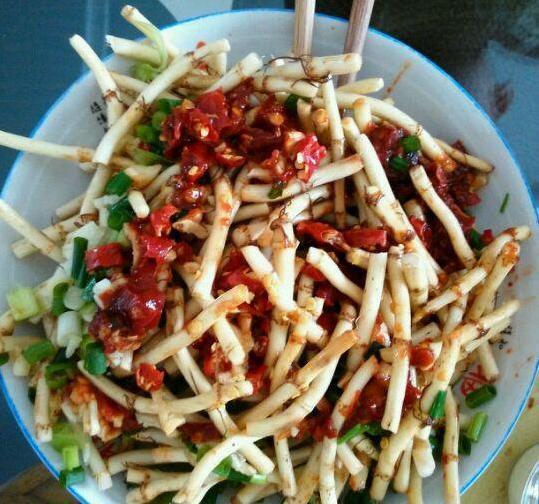 美食推荐:芹菜花生米,三杯鸡,凉拌鱼腥草,味道鲜美,做法简单