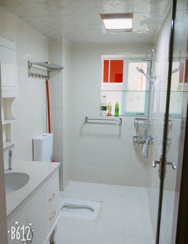 88㎡三居室,装修时坚持全屋贴瓷砖,住了5年依然崭新,..