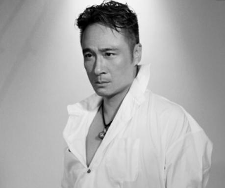 """著名的香港演员,公认的""""好男人"""",却被曝出街头咖啡怒泼女粉丝"""