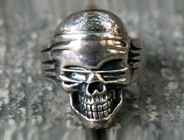 心理测试:你想送对方哪款骷髅戒指,测热恋期的你有多么蛮横无理