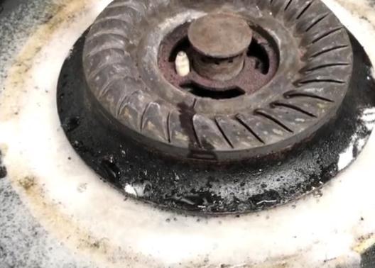 家政阿姨教我一招去,不用一滴水,轻松去掉燃气灶重油污!
