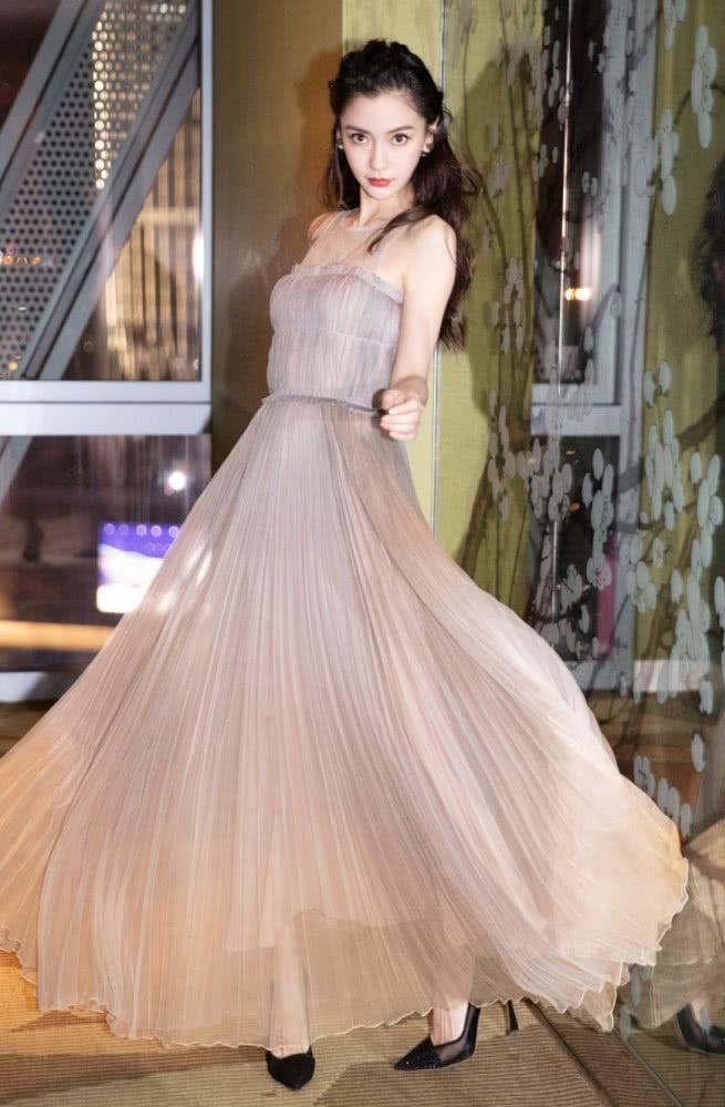 """千万别再买""""石灰裙"""",90斤的杨颖,穿出""""粽子腰""""被嫌弃!"""