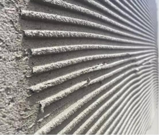 贴瓷砖还用水泥太过时了,没住几年就脱落,如今早都流行用它了