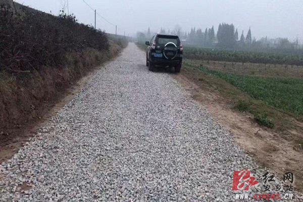 安乡县强力推进自然村通水泥路建设