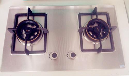 灶具该选不锈钢的还是玻璃面板的?看完这个心里有数了
