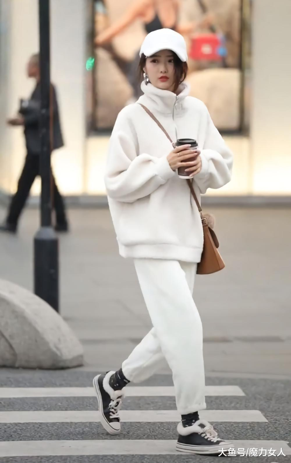 """牛仔裤早落伍了, 这款""""布丁裤""""简直是微胖界的福利, 显瘦还暖和"""