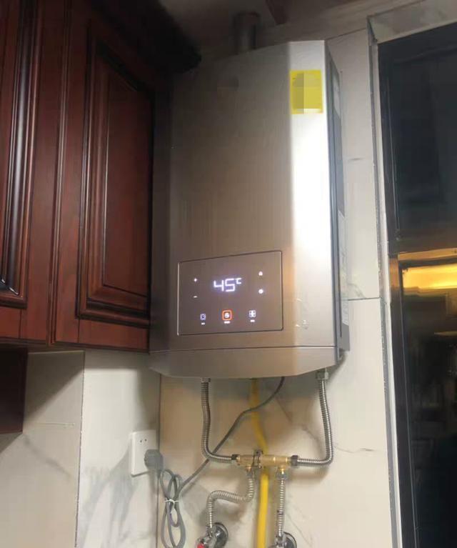 家里装个这样的热水器,热水2秒就哗哗流!不过别忘了预埋回水管