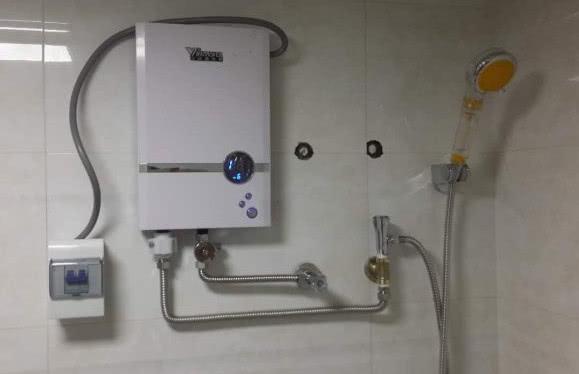 """为啥很少有人用""""即热式电热水器""""?听家电老板解释完,我明白了"""