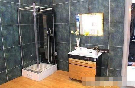家里别再装电热水器了,聪明人早装这种代替,既省电又实用