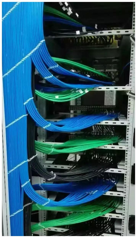 弱电工程机柜理线施工图片展示